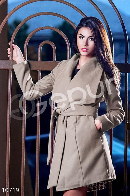 Пальто на запах бежевое кашемировое купить в интернет-магазине в Москве, цена 1254.89 |Пальто-10719