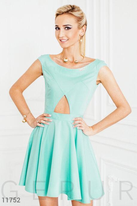 Милое летнее платье с вырезами
