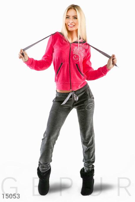 Купить Спортивные костюмы / Со штанами, Яркий велюровый костюм с капюшоном и декором, Костюм-15053, GEPUR, куртка - коралловый, брюки - темно-серый