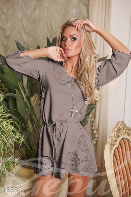 Эффектное платье с поясом GEPUR