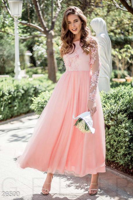 Изумительное женское платье