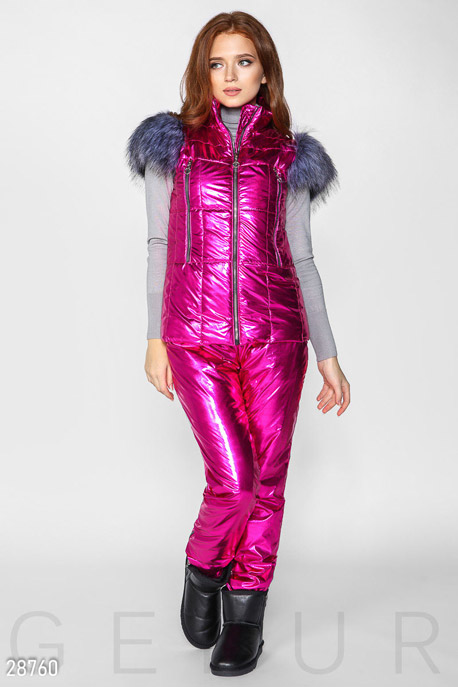 Яркий зимний костюм