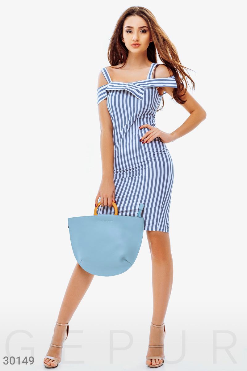 Приталенное короткое платье
