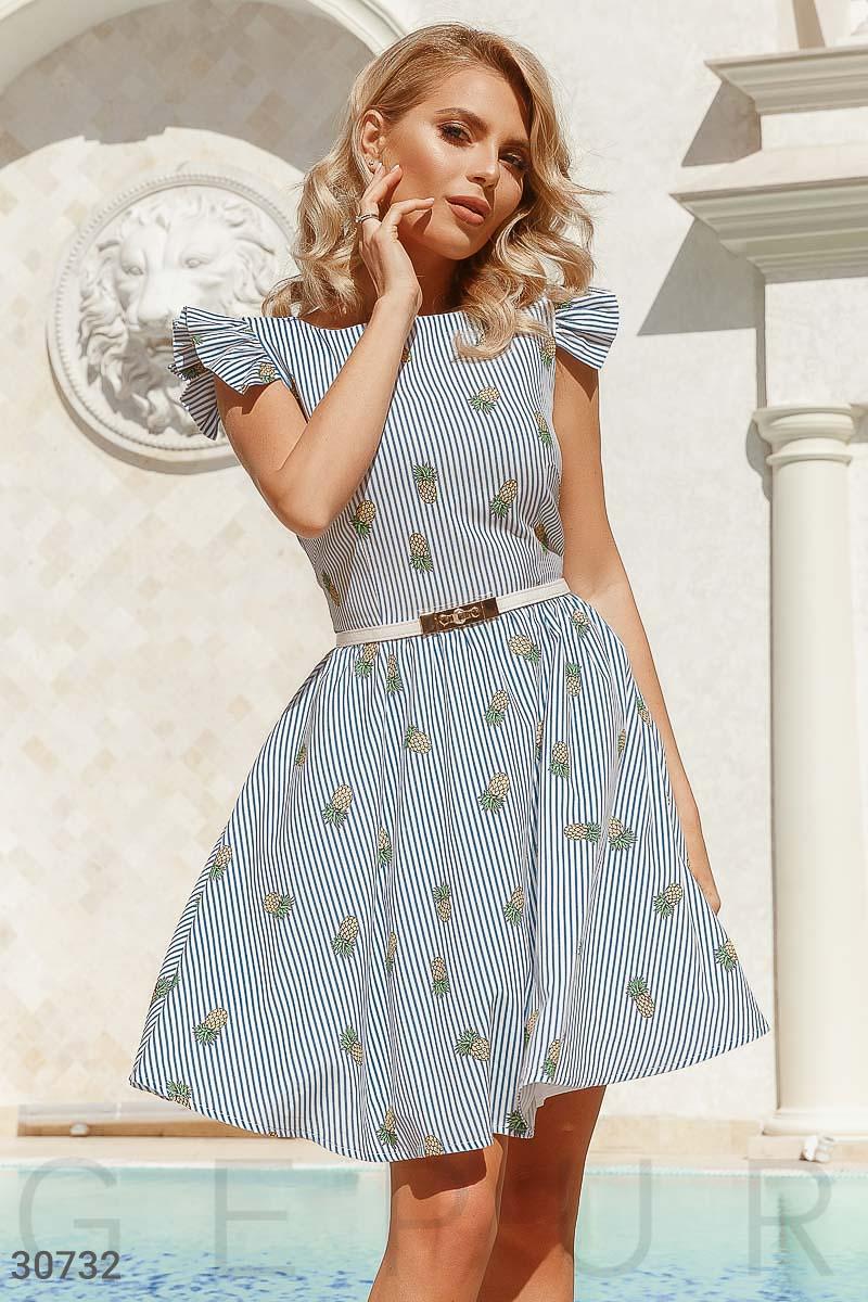 Сдержанное классическое платье