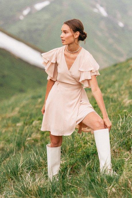 Короткое платье на запа́х