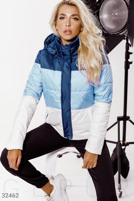 Стильная трехцветная куртка