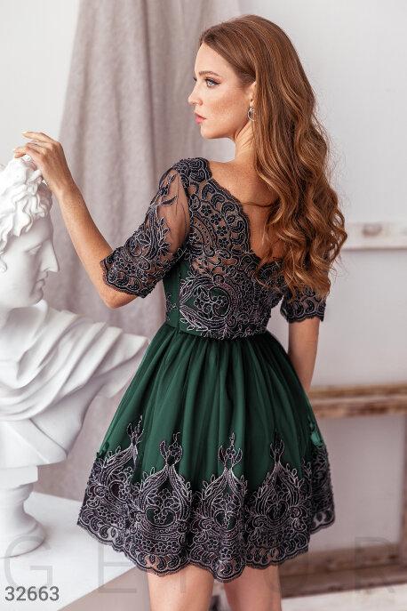 Платье глубокого зеленого оттенка