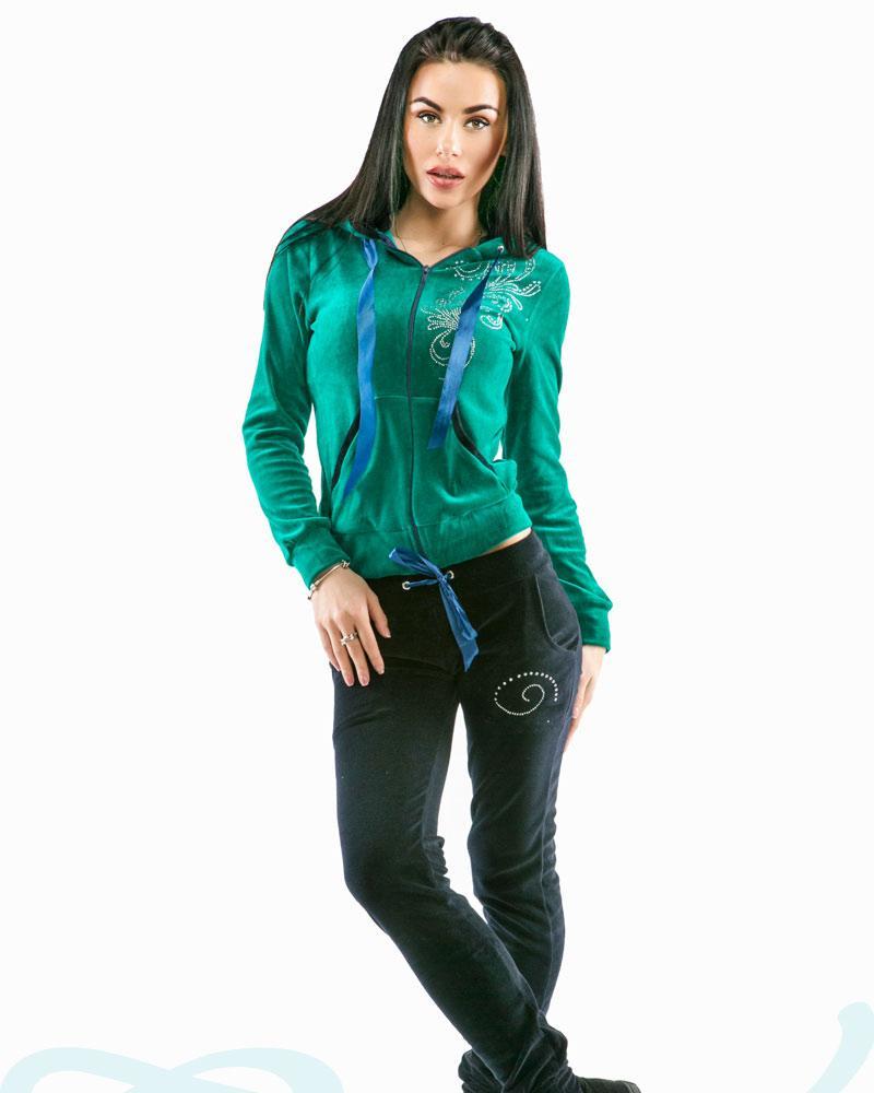 Яркий велюровый костюм фото