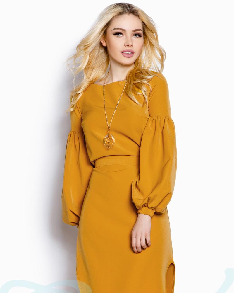Выразительное платье-миди фото