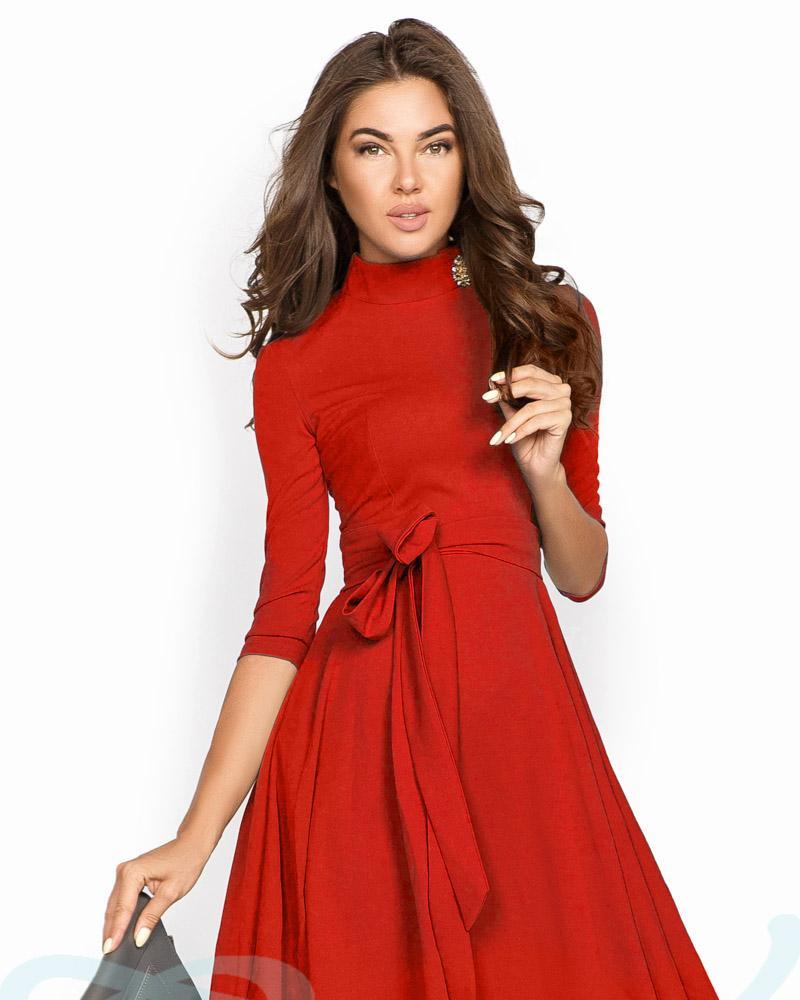 Яркое расклешенное платье фото