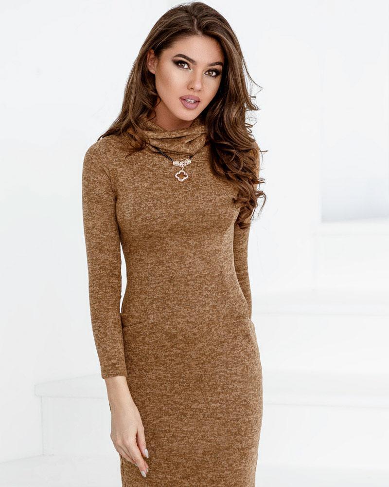 Трикотажное платье-хомут фото