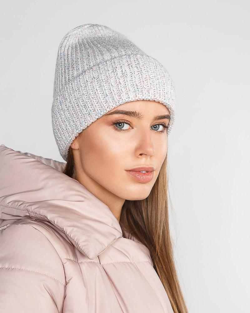 Лаконичная зимняя шапка