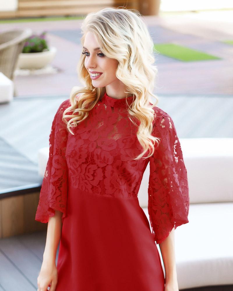 Трендовое платье с гипюровым верхом фото