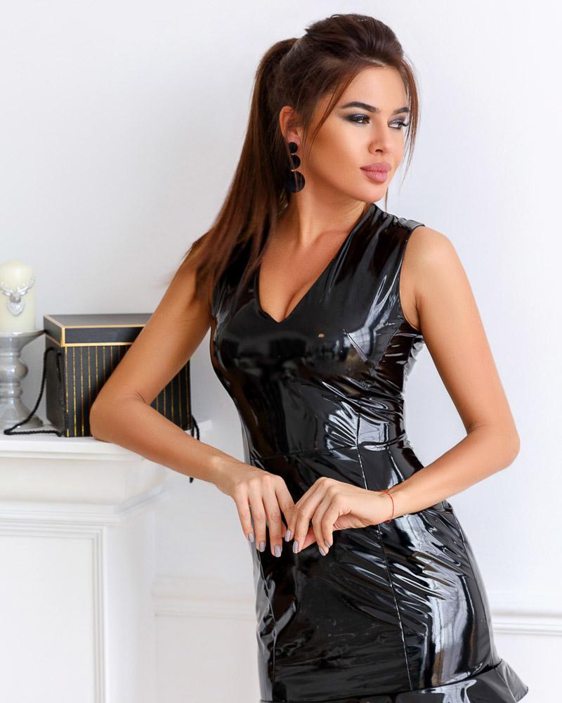 Виниловое платье-мини