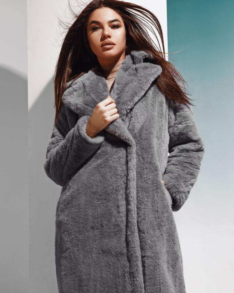 Трендовое меховое пальто