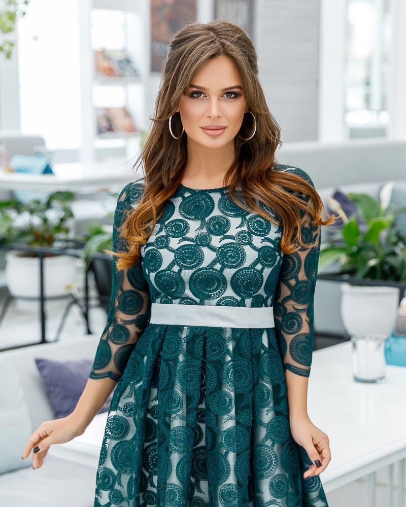 Платье с эффектным декором фото