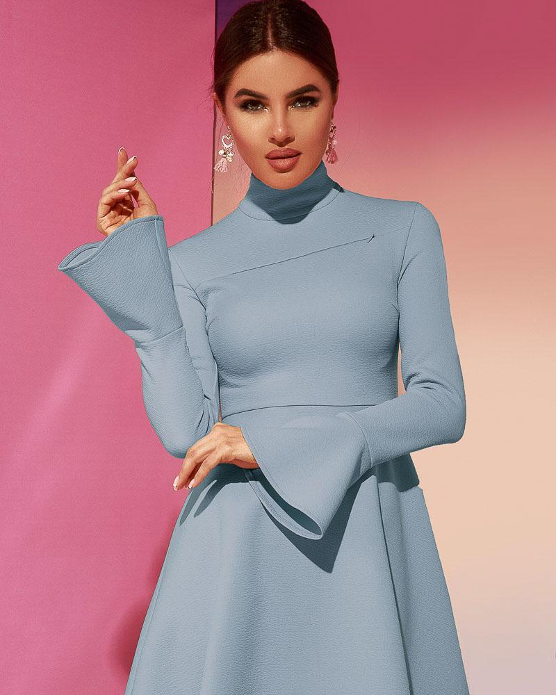Эффектное расклешенное платье фото