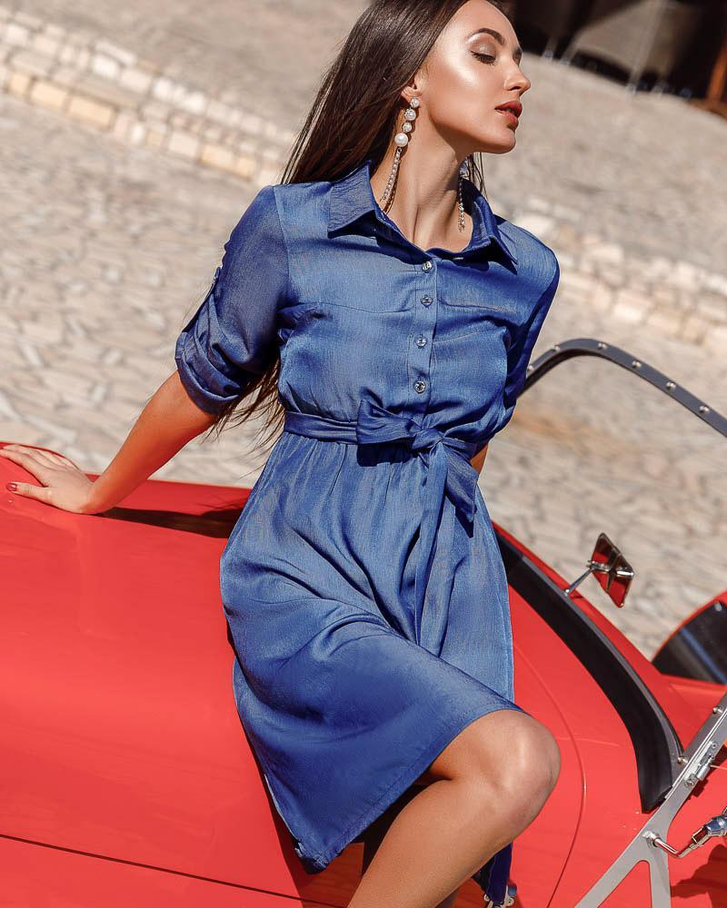 Сдержанное платье-миди фото