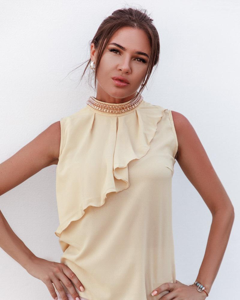 Шифоновая блуза с воланом фото