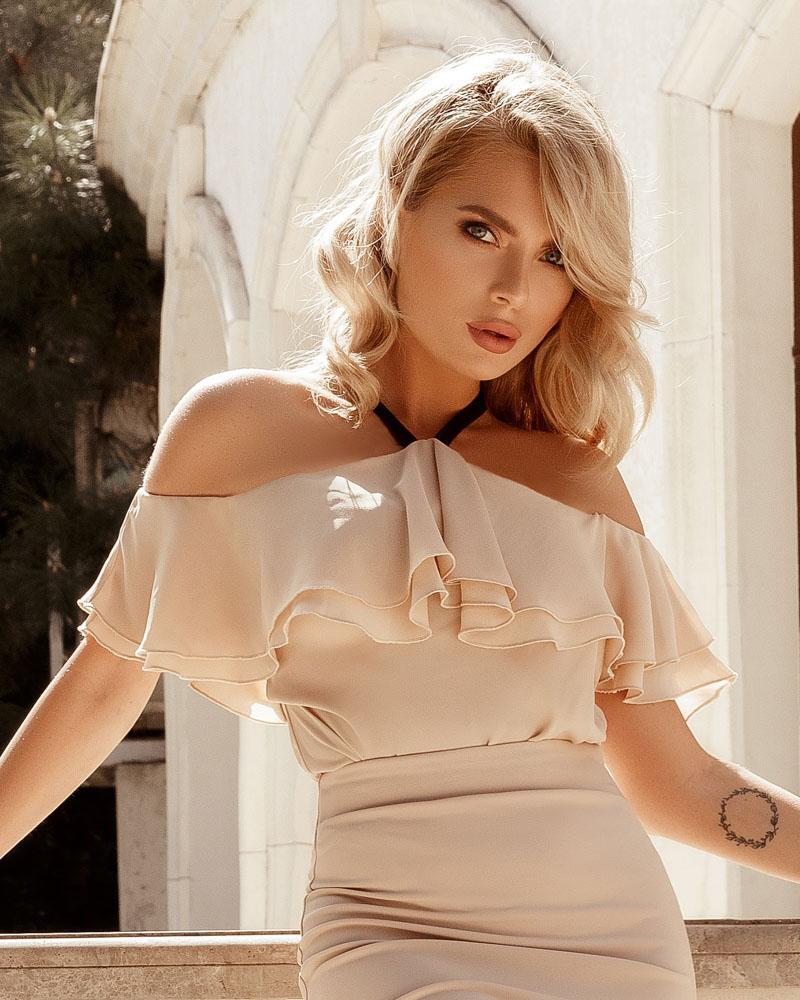 Блуза с невесомыми воланами фото