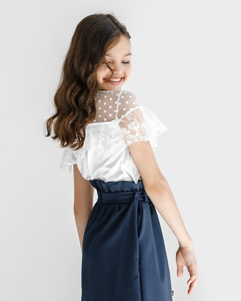 Блуза с кружевными оборками