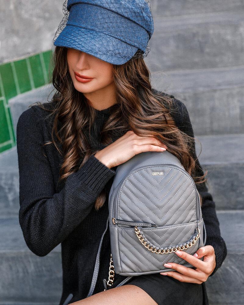 Маленький серый рюкзак