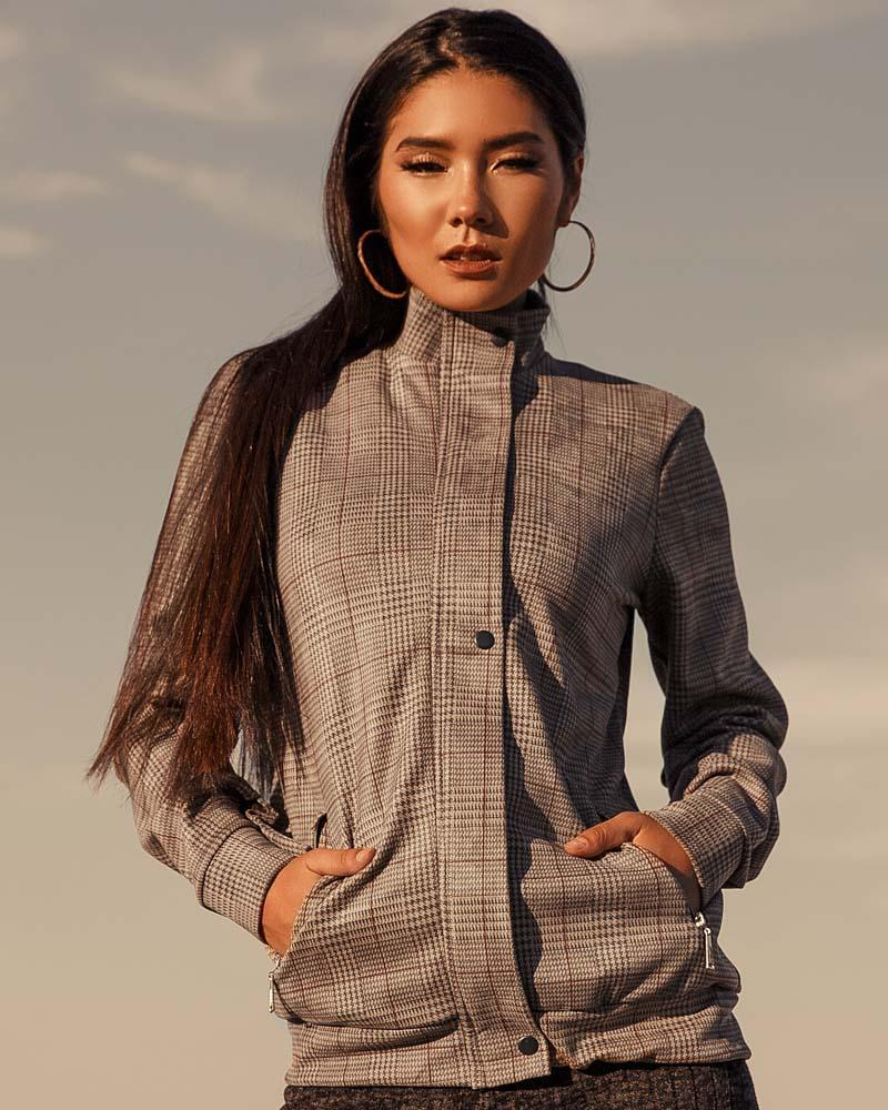 Куртка в стильную клетку фото