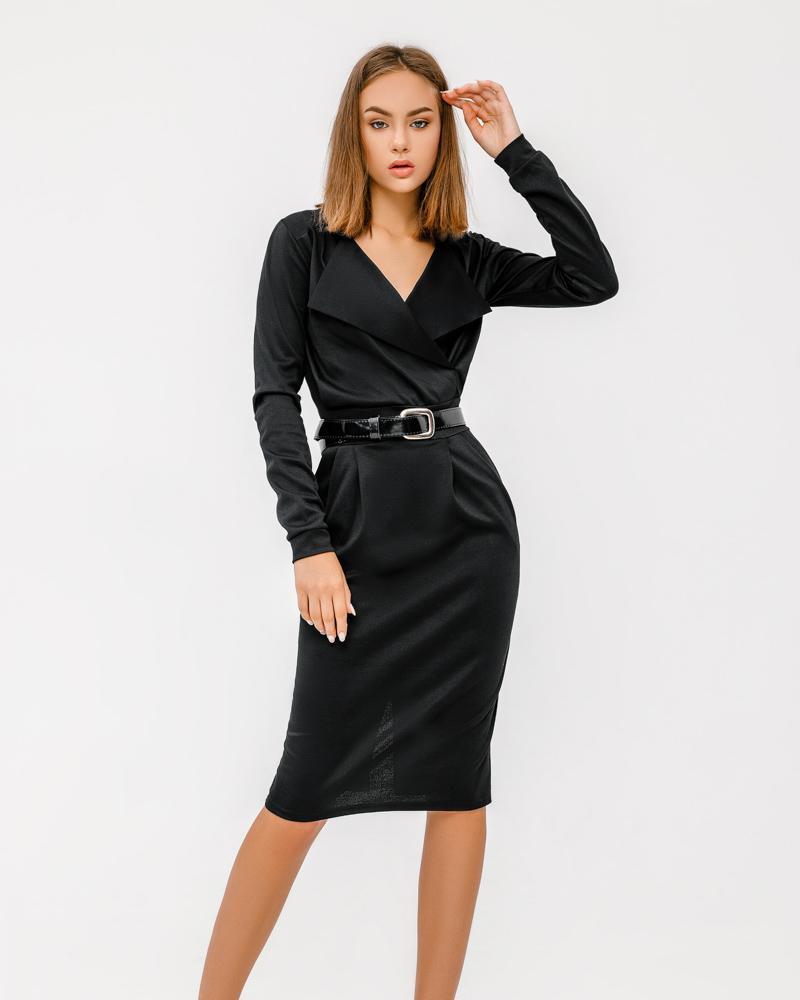 Сдержанное приталенное платье фото