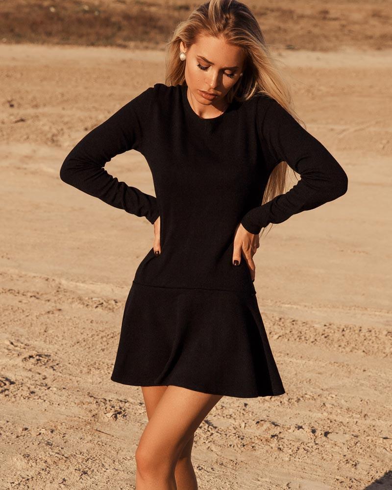 Черное платье с воланом фото