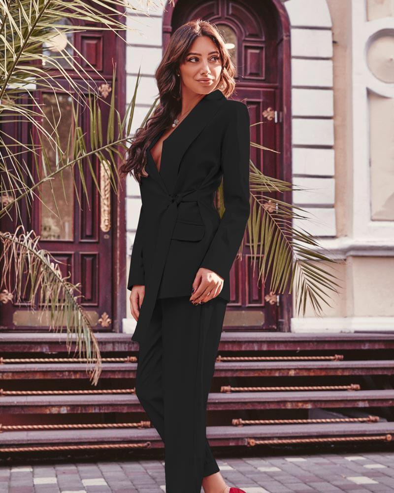 Классический черный костюм фото
