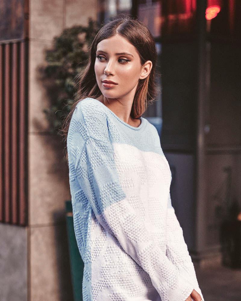 Повседневный двухцветный свитер