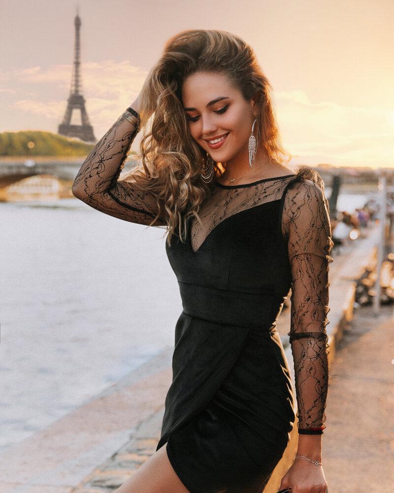 Изящное бархатное платье фото