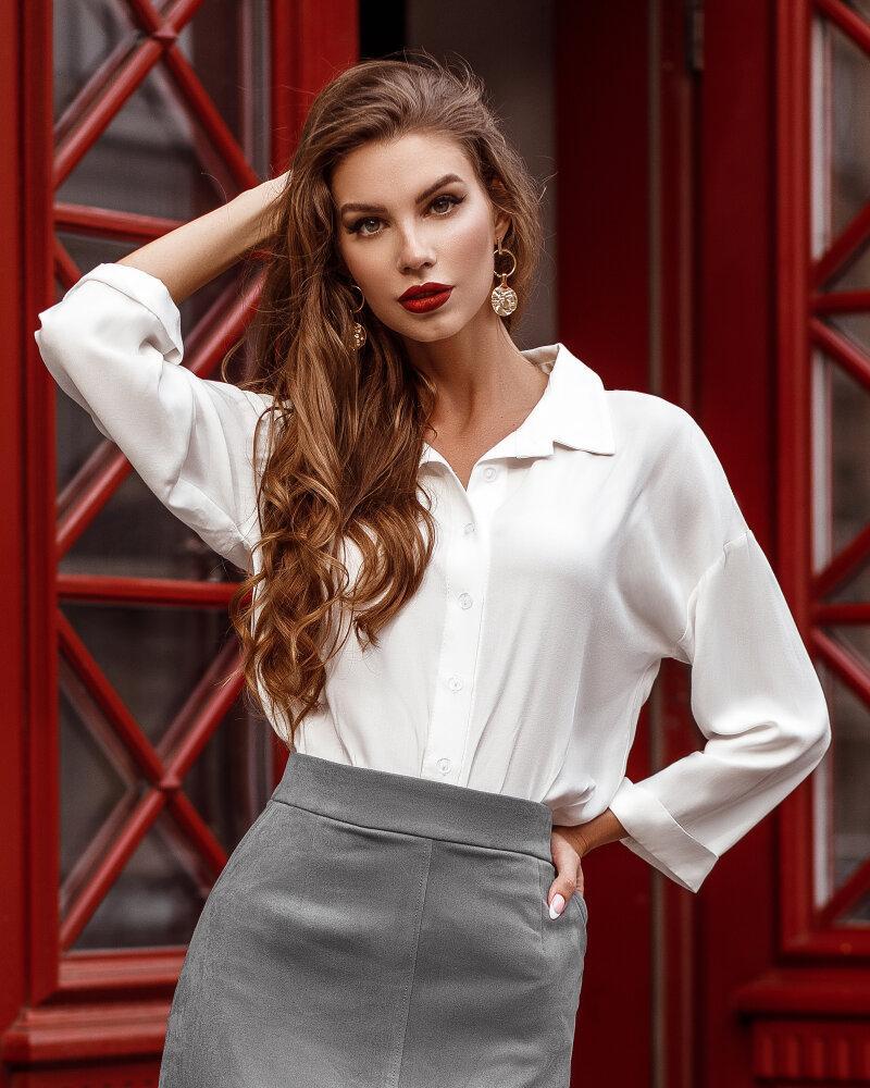 Блуза сдержанного кроя фото