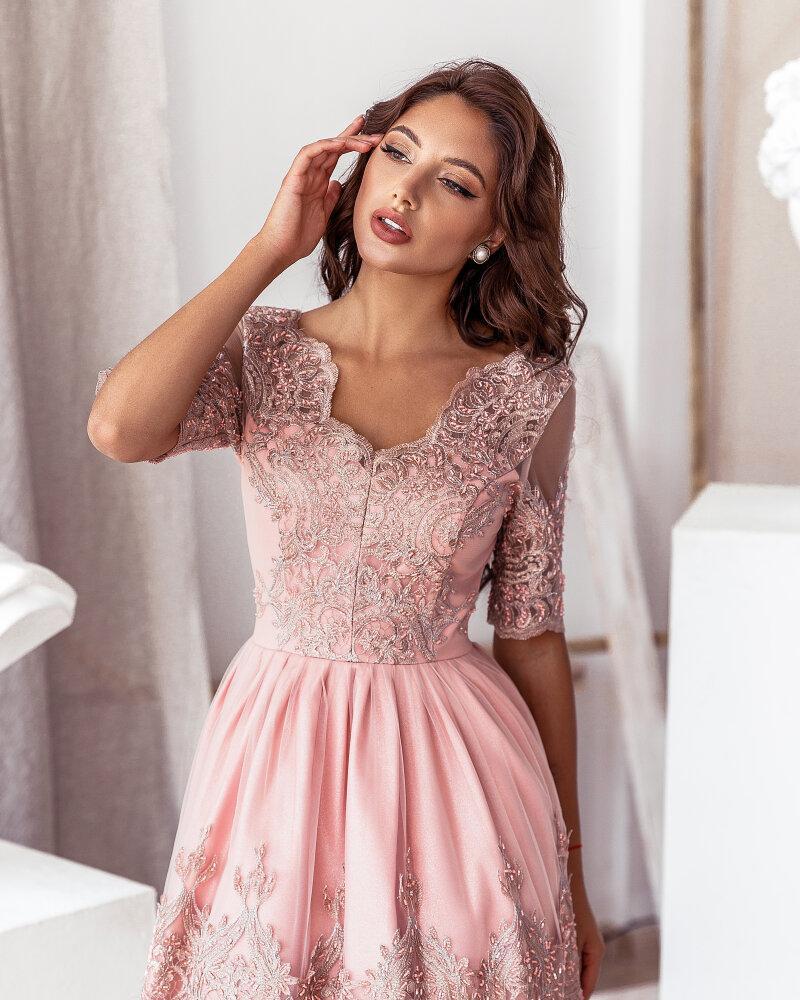 Платье пудрового оттенка фото