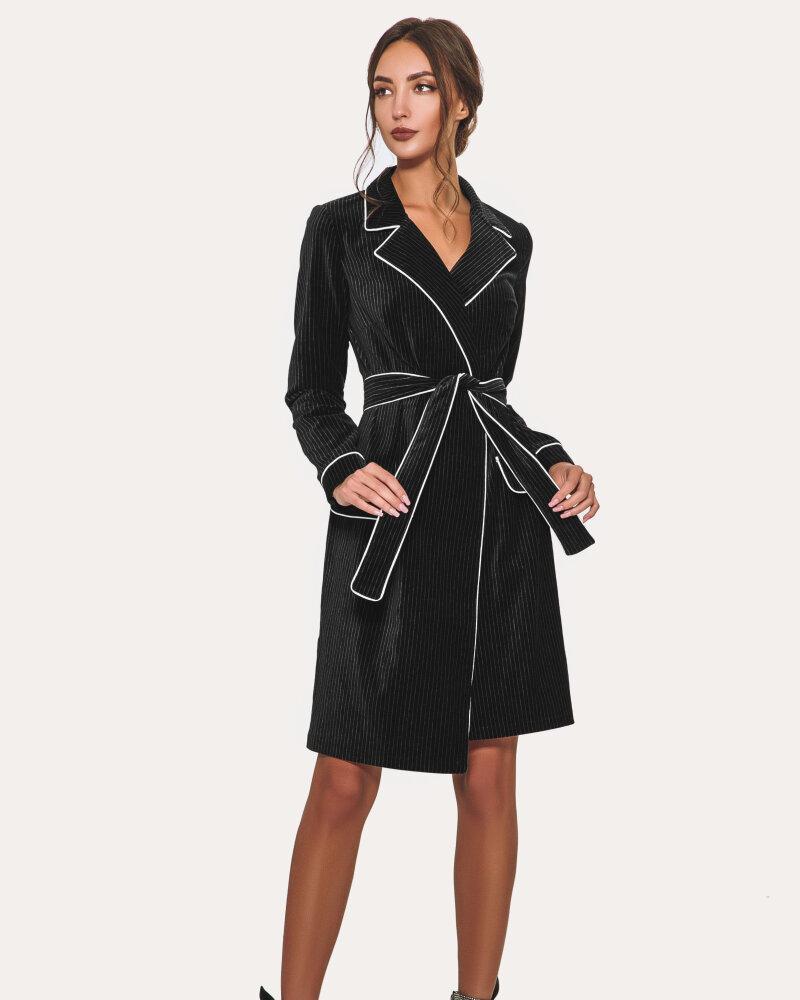 Сдержанное черное платье фото