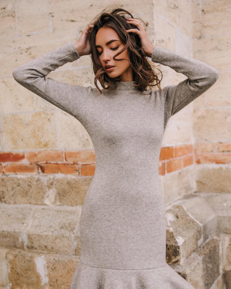 Платье с изящным воланом фото