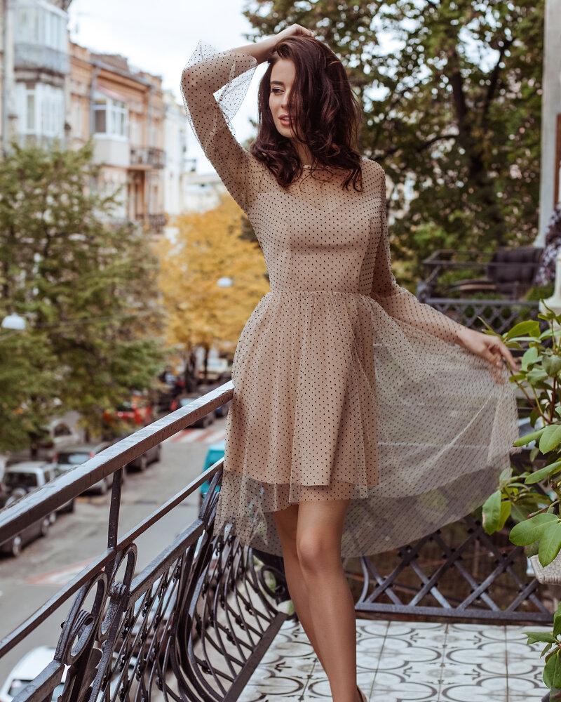 Воздушное бежевое платье фото