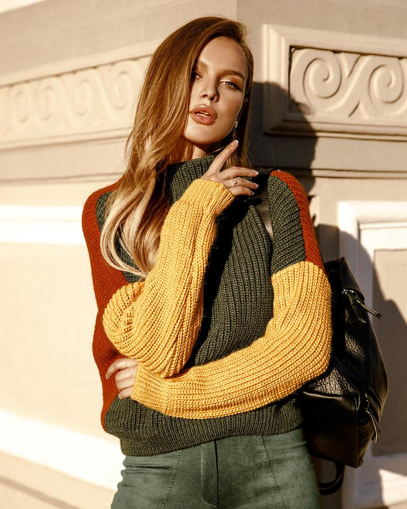 Вязаный женский свитер фото