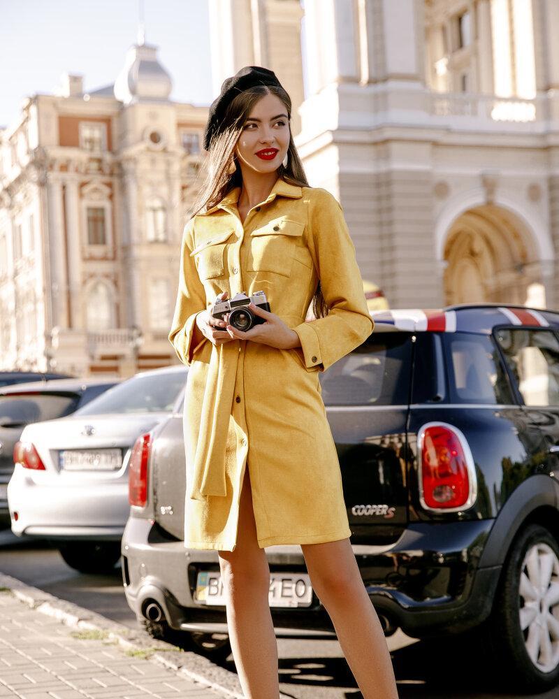 Платье нежно-желтого оттенка фото