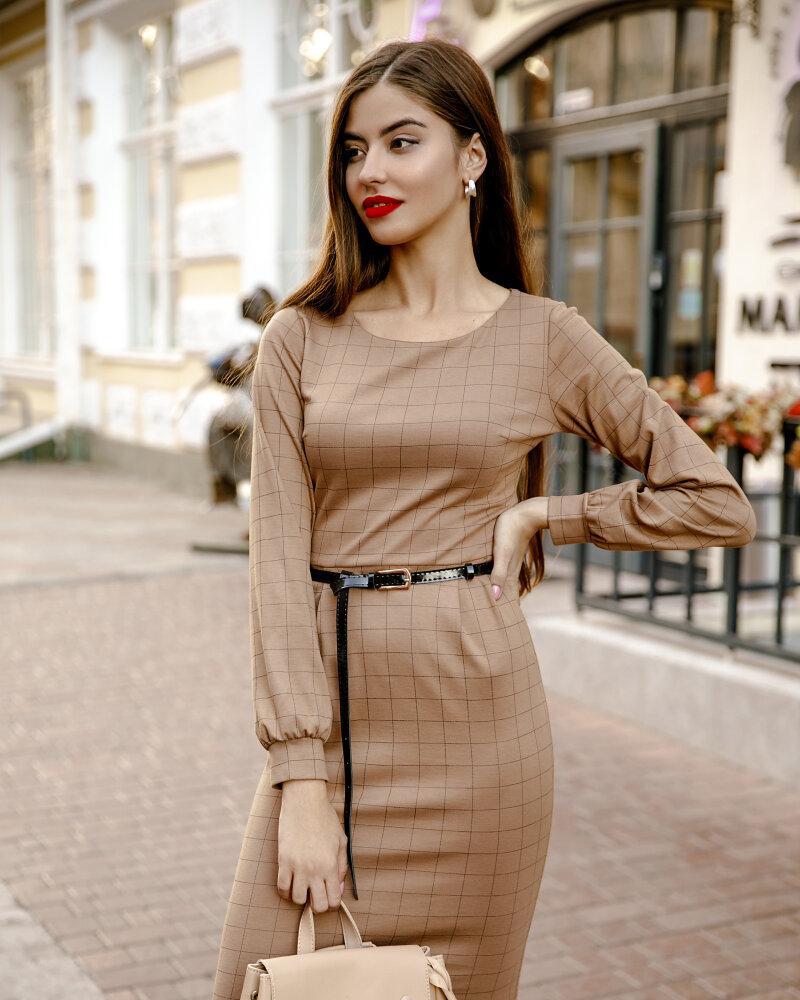 Приталенное платье-миди фото