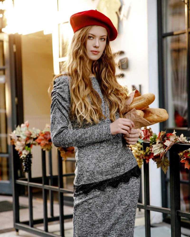 Трикотажный костюм с юбкой фото