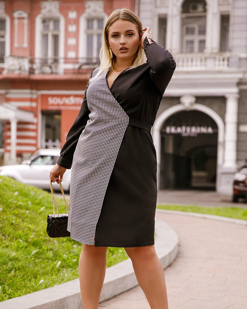 Приталенное комбинированное платье фото