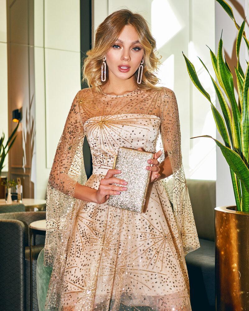 Платье с ярким декором фото