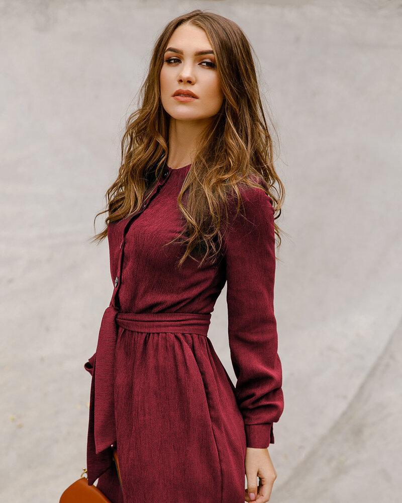 Платье сдержанного кроя фото