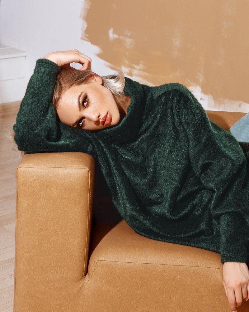 Зеленый свитер в стиле oversize фото