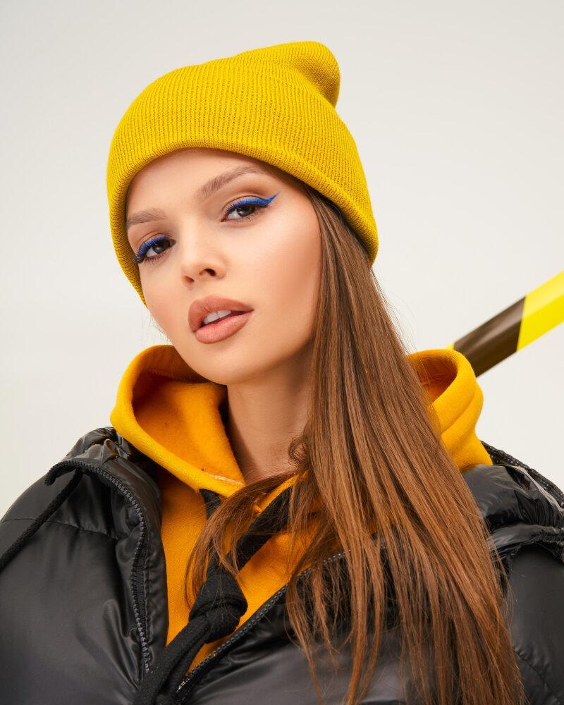 Уютная желтая шапка