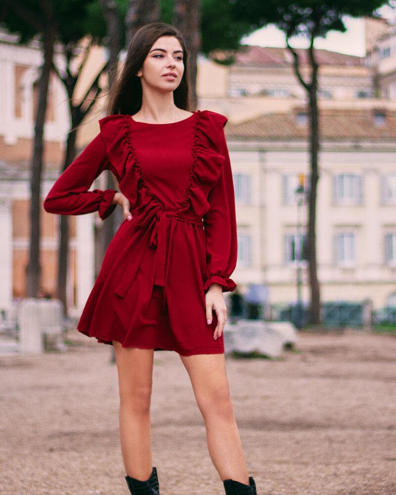 Короткое платье с рюшами фото