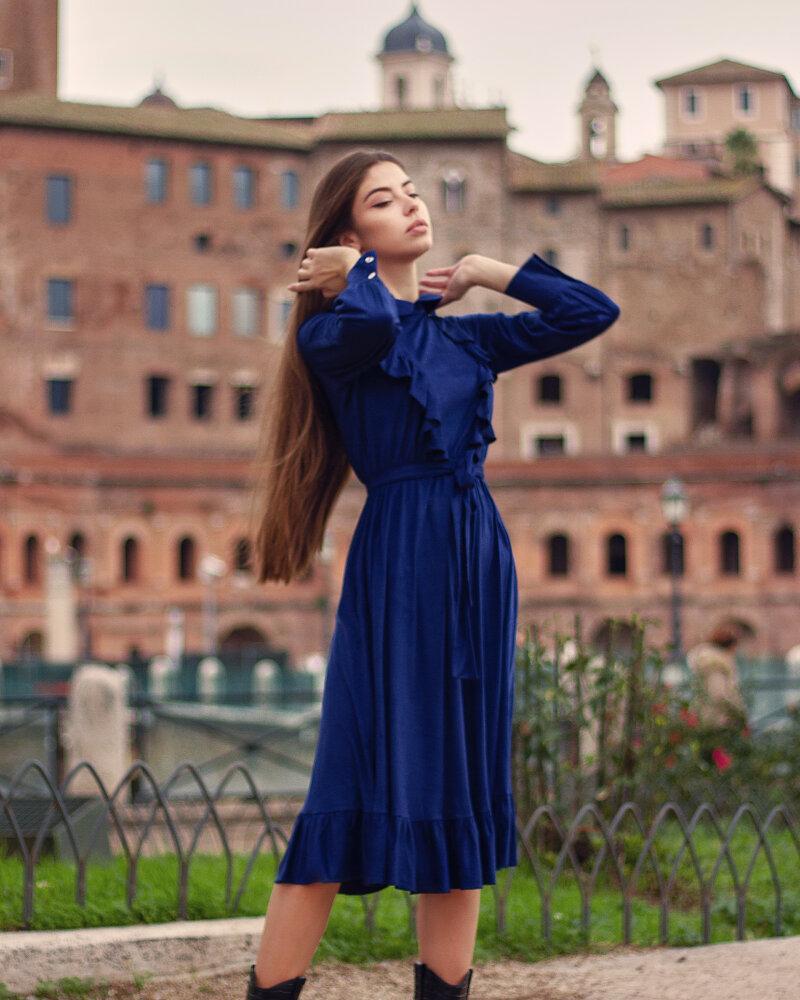 Платье глубокого синего цвета фото