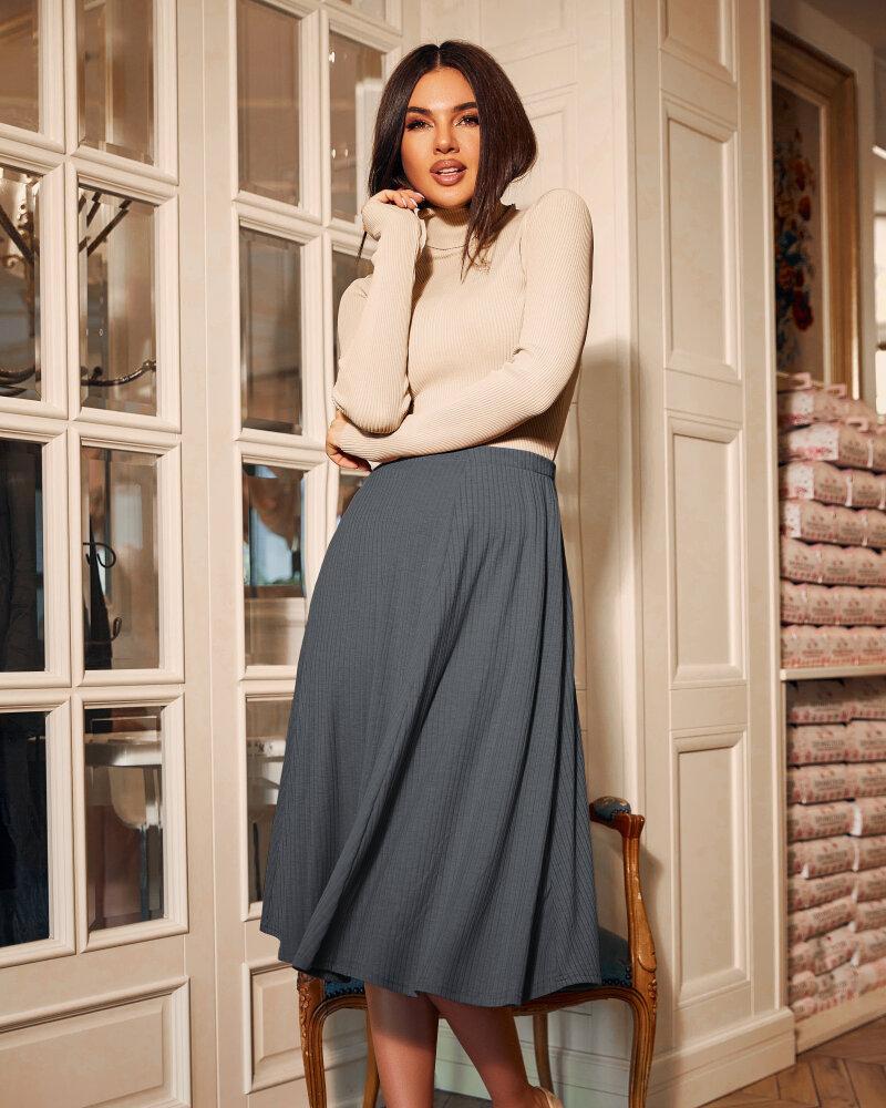 Расклешенная юбка серого цвета фото