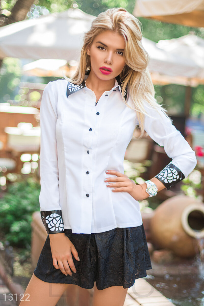 The button-down blouse with an interesting finish White 13122
